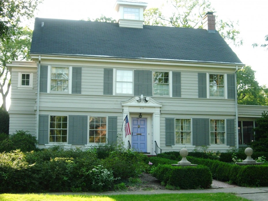 Paint your colonial federal or victorian style home old Colonial style house